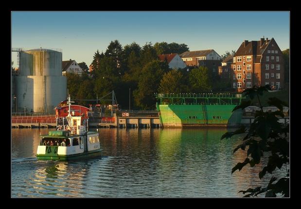 Holtenau: Die Kanalfähre im Oktober 2015.